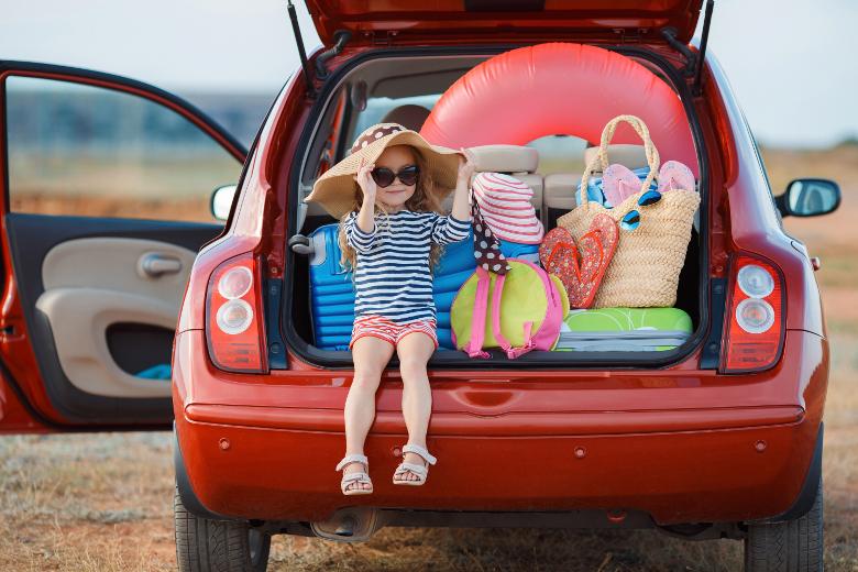 Gepacktes Auto bereit für Urlaub