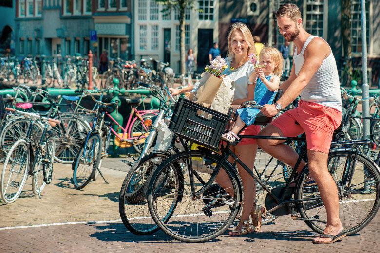 Radfahren mit Familie in Amsterdam