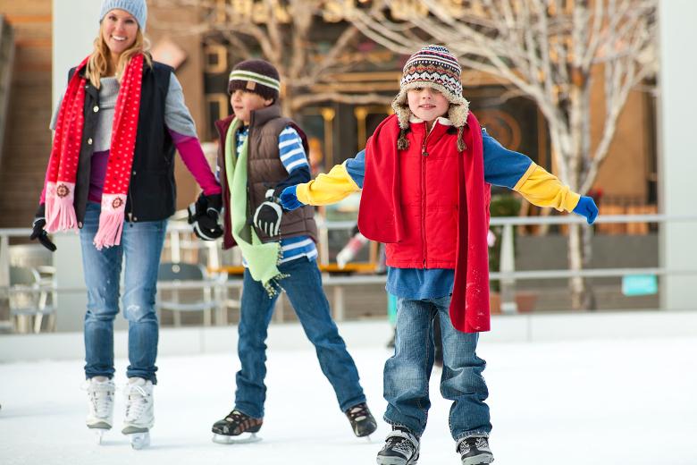 Eislaufen - Ausflüge mit Kindern im Winter