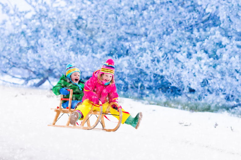 Schlittenfahren und Rodeln mit Kindern